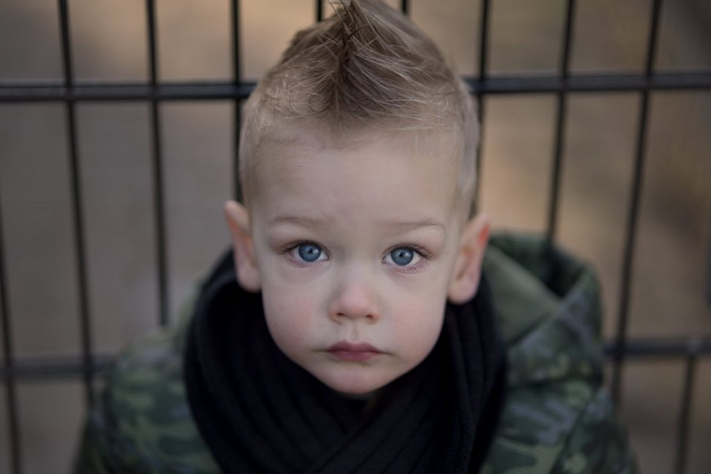 Portret kind, gezinsfoto, fotoshoot, Hengelo Manon Moller Fotografie Fotograaf Twente Overijssel Studio