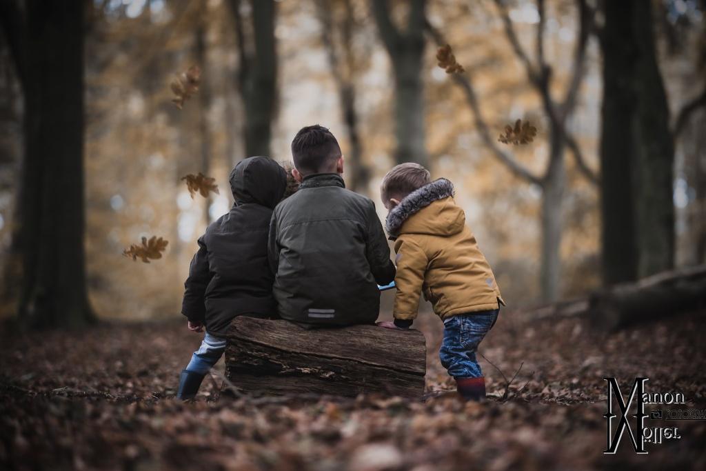 fotograaf hengelo, fotograaf oldenzaal, fotograaf enschede, fotograaf almelo, fotograaf twente, fotograaf overijssel, herfstshoot, fotoshoot, herfst, gezinsshoot, gezinsshoot hengelo, gezinsfoto, familiefoto, familie fotoshoot, kinderen, kinderfotograaf, kinderfotograaf hengelo, kinderfotograaf enschede, kinderfotograaf almelo, kinderfotograaf oldenzaal, kindvriendelijk fotograaf, zorgfotograaf, manon moller fotografie, hengelo, almelo, indebuurthengelo, hengelo promotie.